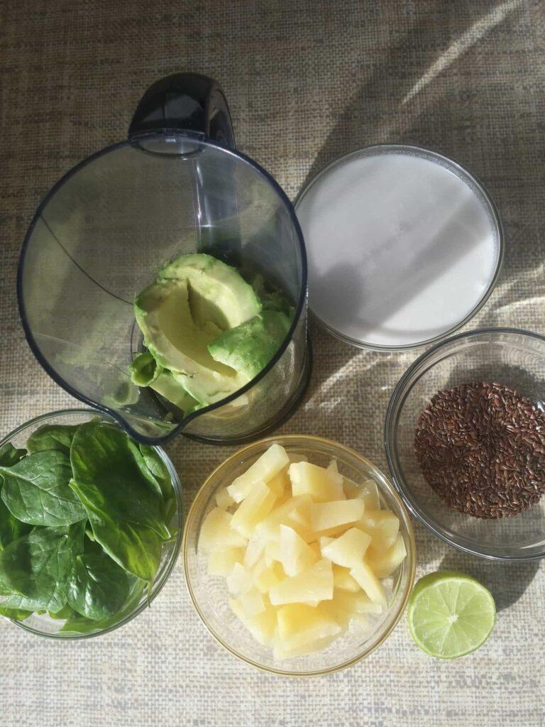 koktajl z siemieniem lnianym i ananasem