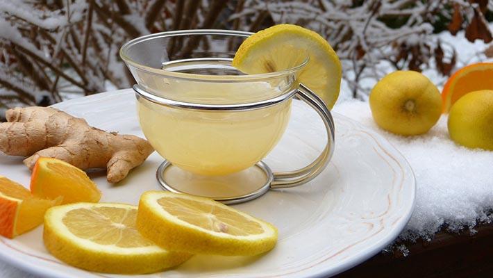 Woda z cytryną na czczo: poznaj 23 zalety, picia wody z cytryną rano!